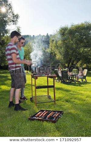 Uomo barbecue vino giardino bere felicità Foto d'archivio © IS2