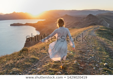 Női élvezi nyár nap part Ausztrália Stock fotó © lovleah