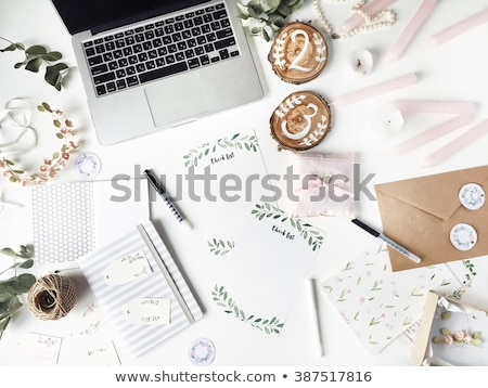 El yapımı düğün davetiyesi gümüş kâğıt düğün yaprak Stok fotoğraf © gsermek