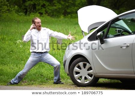 Photo stock: Pilote · furieux · téléphone · portable · voiture · cassée · route · téléphone