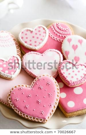 Bolinhos rosa bandeja mesa de madeira Foto stock © sarahdoow