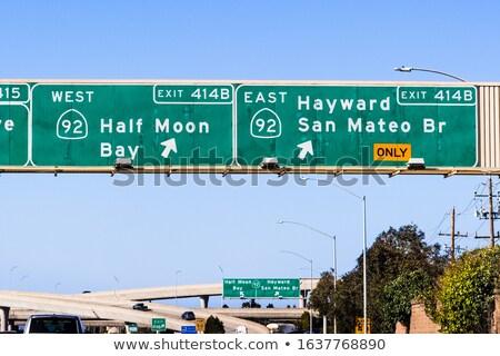 зеленый Freeway дорожный знак стрелка выход нарастить Сток-фото © iqoncept