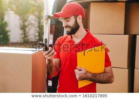 Courrier homme téléphone portable blanche cap connexion Photo stock © wavebreak_media