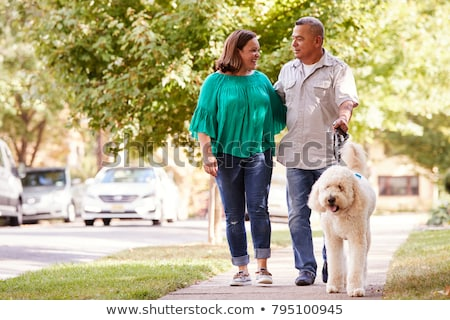 Starszy para spaceru sąsiedztwo kobiet mężczyzna chodniku Zdjęcia stock © IS2
