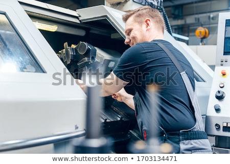 Experiente trabalhador ferramenta máquina fábrica piso Foto stock © Kzenon