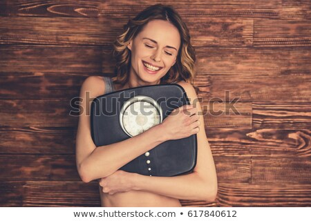 portret · młodych · szczęśliwy · kobieta · skali - zdjęcia stock © wavebreak_media