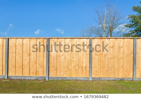 Solide hek lang houten Geel landelijk Stockfoto © vavlt