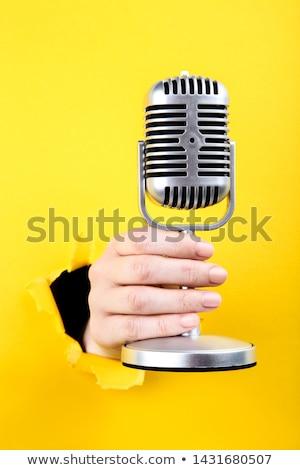 Mujer desgarrado hoja papel blanco Foto stock © wavebreak_media