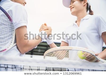 Női játékosok kézfogás gyufa mosolyog bíróság Stock fotó © wavebreak_media
