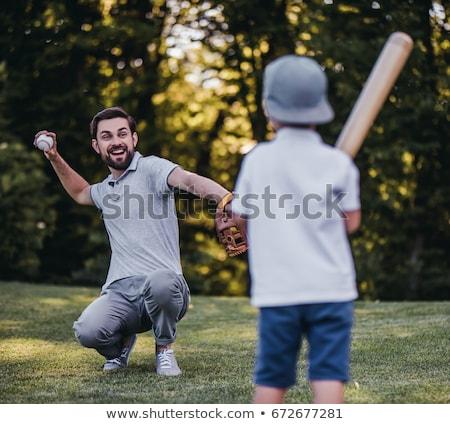 nino · jugando · béisbol · padre · pequeño · parque - foto stock © andreypopov
