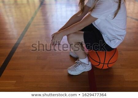 Niedrig Abteilung Schülerin Sitzung Basketball Basketballplatz Stock foto © wavebreak_media