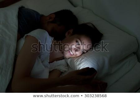 férfi · okostelefon · nő · alszik · emberek · technológia - stock fotó © boggy