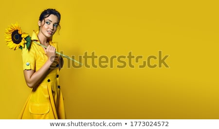 vrouw · boeket · bloemen · foto · jonge · vrouw · meisje - stockfoto © dolgachov