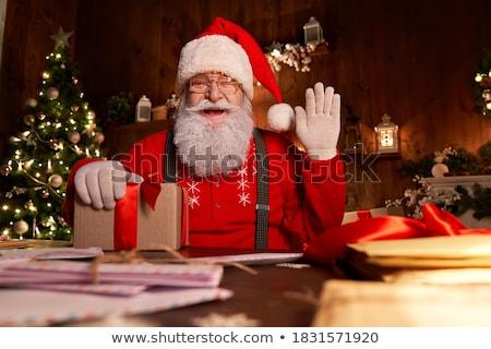 Zdjęcia stock: Święty · mikołaj · posiedzenia · tabeli · patrząc · kamery · odizolowany
