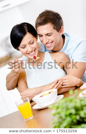 Man vriendin aardbei home woonkamer Stockfoto © wavebreak_media