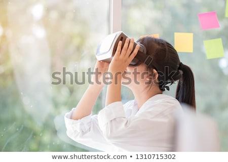 Assustado mulher jovem virtual realidade dispositivo Foto stock © deandrobot