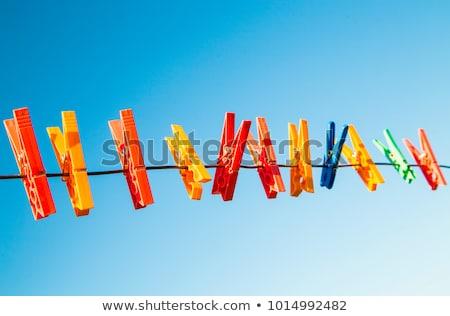 Primo piano bianco lavanderia impiccagione fuori cielo blu Foto d'archivio © Klinker