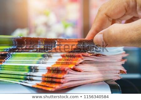 Biznesmen czytania broszura człowiek podróży zabawy Zdjęcia stock © IS2