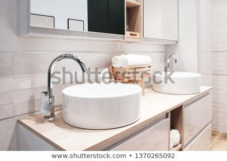 rosolare · bagno · interni · view · specchio - foto d'archivio © grafvision