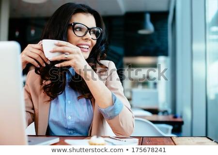 lezser · nő · kávéscsésze · iroda · portré · fiatal - stock fotó © dolgachov