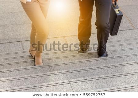 Człowiek kobieta smartphone biuro schody działalności Zdjęcia stock © dolgachov
