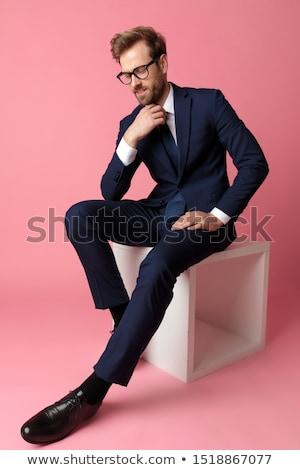 вид сбоку сидящий Smart случайный человека глядя вниз Сток-фото © feedough
