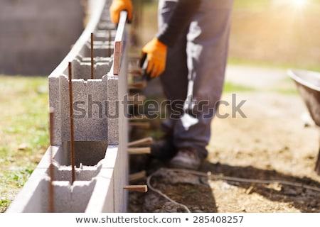 Młodych murarz ciało tle dziedzinie hat Zdjęcia stock © photography33