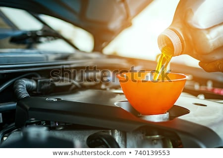 motorolie · handen · monteur · fles · olie - stockfoto © simazoran