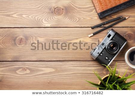 Stock fotó: Asztal · kamera · készlet · kávéscsésze · virág · iroda