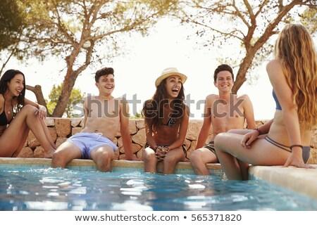 Diversidade meninas sessão piscina verão relaxante Foto stock © Kzenon