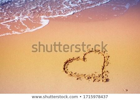 心臓の形態 · ビーチ · 赤 · 砂浜 · 愛 · 海 - ストックフォト © is2