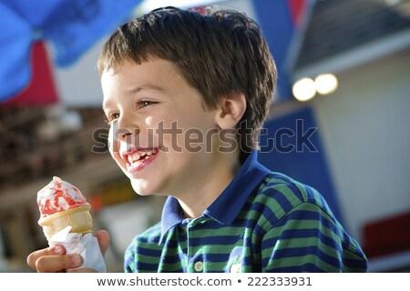 Ragazzo mangiare gelato divertimento cielo blu dessert Foto d'archivio © IS2