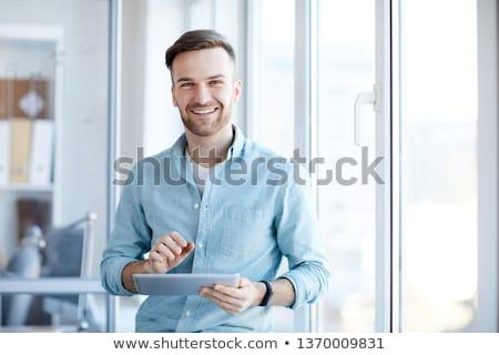 Młodych biznesmen uśmiechnięty przystojny szczęśliwie kamery Zdjęcia stock © nyul