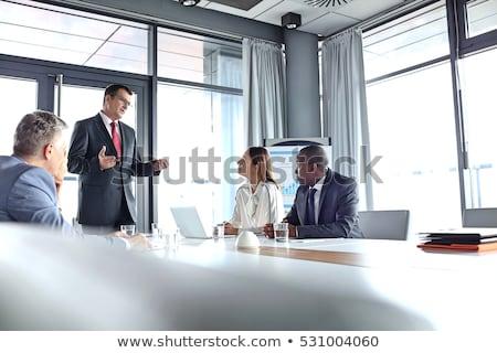 kép · kollégák · kommunikál · megbeszélés · dolgozik · tabletta - stock fotó © zurijeta