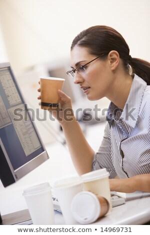Сток-фото: женщину · компьютер · комнату · многие · пусто · кофе