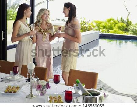 Stock fotó: Nő · buli · áll · étel · asztal · mosolygó · nő