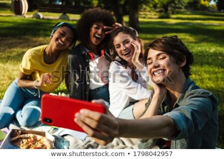 sério · amigos · grupo · adolescente · estúdio · mulher - foto stock © wavebreak_media