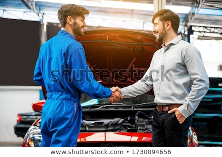 Foto d'archivio: Auto Mechanic And Customer At Car Shop