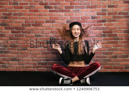 Photo cute hip hop danseur femme Photo stock © deandrobot