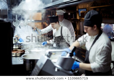 Grup otel çalışma mutfak adam restoran Stok fotoğraf © wavebreak_media