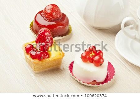 Kicsi torták eprek torta friss krém Stock fotó © BarbaraNeveu
