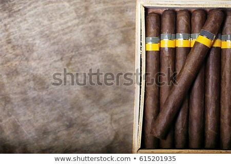 Puro kutu üç ahşap ahşap duman Stok fotoğraf © eh-point