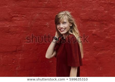 Foto d'archivio: Bella · vestito · rosso · lungo · capelli · biondi · grigio