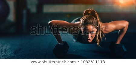 musculaire · fort · femme · blanc · noir · image · posant - photo stock © nobilior
