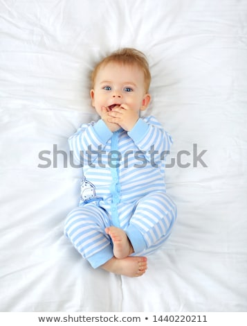 baba · bent · mosolyog · otthon · fiú · megnyugtató - stock fotó © is2