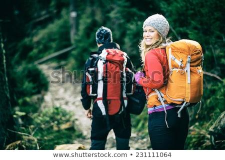 felice · giovani · escursionista · Coppia · montagna · mani - foto d'archivio © blasbike