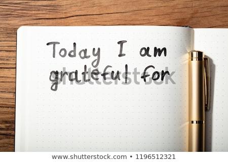 Foto stock: Gratidão · palavra · caneta · caderno
