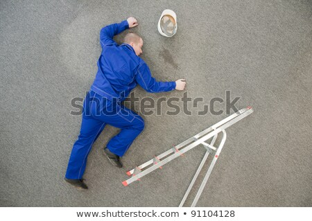 ügyetlen · munkás · létra · építőmunkás · áll · épület - stock fotó © andreypopov