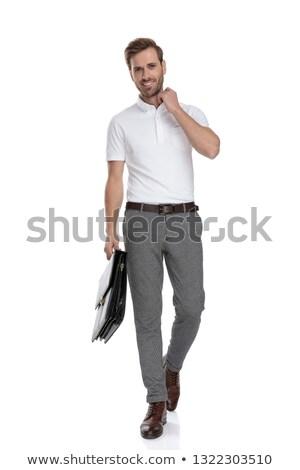 Hombre caminando maletín sonriendo jóvenes casual Foto stock © feedough