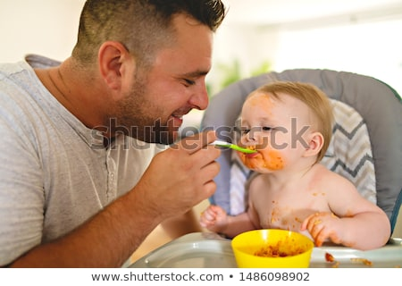 Dad Feeds Child Foto stock © Lopolo